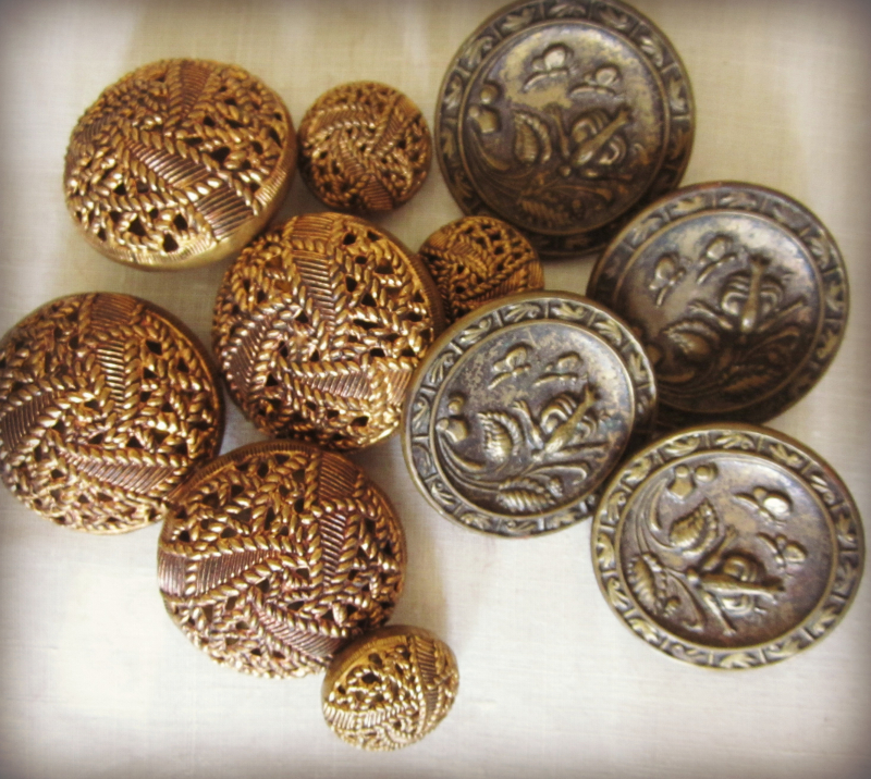 5metal buttons