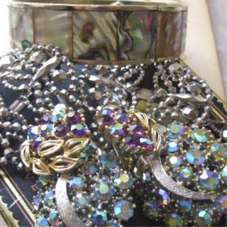 Estate_sale_jewelry