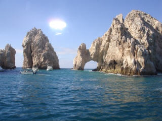 Hole_in_the_rock_cabo