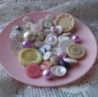 Pink_buttons_saucer