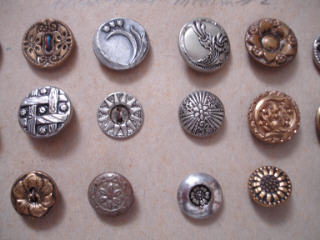 Metal_buttons_on_card