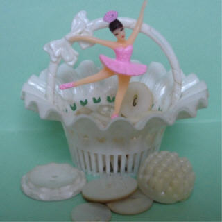 Pink_bal_white_basket