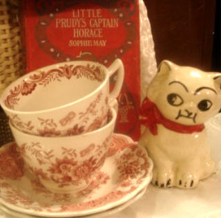 Kitty_and_teacups
