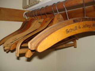 Hangers_in_closet